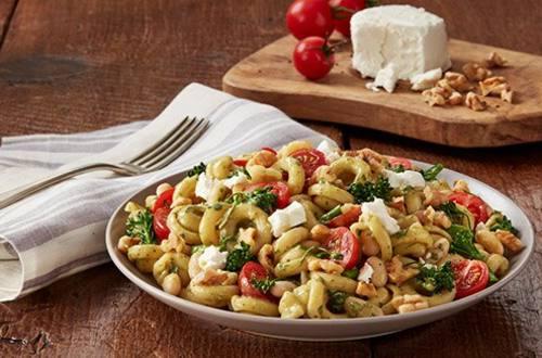 Pesto à l'ail rôti, broccolini et haricots blancs