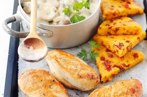 Knorr - Gebratene Hühnerbrust mit Tomaten-Polenta