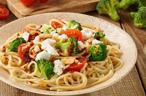 Spaghetti met geitenkaas en broccoli