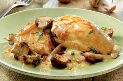 Poulet avec sauce a la creme et au vin blanc - Cuisse de poulet au vin blanc ...