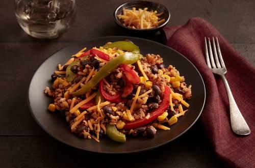 Haricots noirs chipotlés épicés, riz brun et quinoa