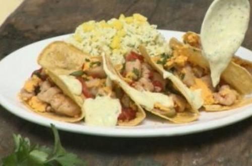 Tacos de pollo con arroz de mango