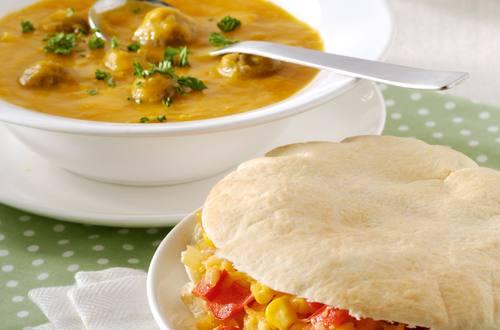 Knorr soep 8 groene groenten weelde met balletjes en pita-kaasbroodjes