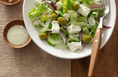 Griechischer Gurkensalat mit Schafkäse