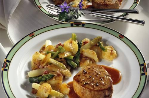 Knorr - Pfeffer-Kalbssteaks mit Spargel-Kartoffeln