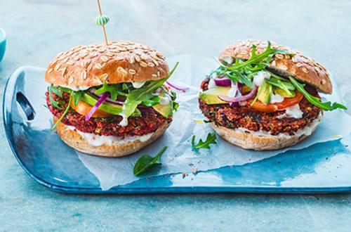 Vegan groenteburger met quinoa en bonen