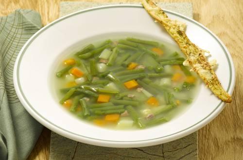 Knorr - Grüne Bohnentopf mit Speck und Pesto-Käsestangen