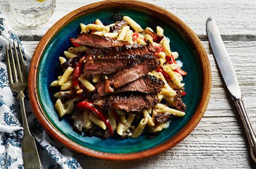 Bifteck à la toscane et pâtes carbonara au bacon