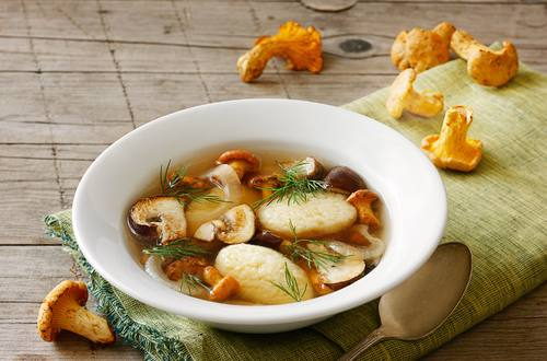 Knorr - Klare Pilzsuppe mit Grießnockerln