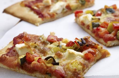 Pizza Boloñesa Casera con Queso Feta