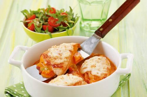 Knorr - Putenfilet auf toskanische Art mit Speck und Paprika