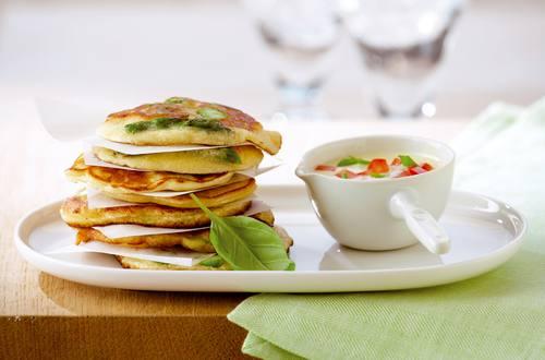 Knorr - Spargelpfannkuchen mit Tomaten-Basilikum-Sauce