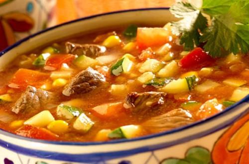 Sopa De Verduras Con Carne Y Chile Ancho