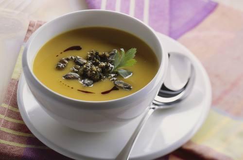 Knorr - Kürbissuppe mit Kürbiskern-Pesto
