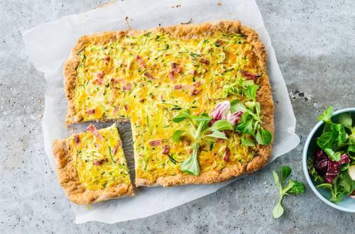 Knorr - Herzhafter Zucchinikuchen vom Blech