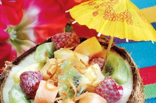 Ensalada de fruta en coco