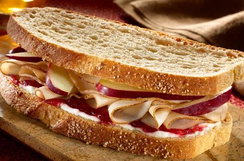 Sándwiches con sobras de pavo del Día de Acción de Gracias