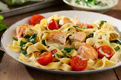 Romige pasta met spinazie en zalm