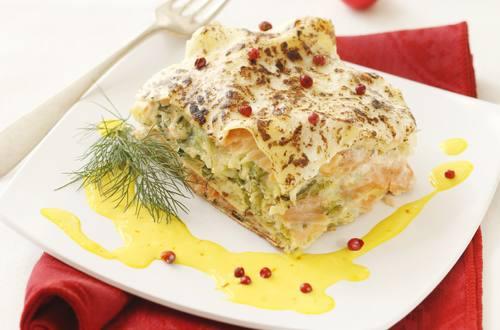 Knorr - Räucherlachs-Kohl-Lasagne mit Safransauce