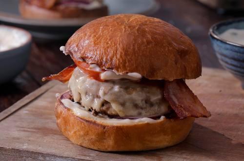 Hellmann's - Cheese Burger mit Speck