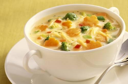 Knorr - Feine Hühnersuppe mit Gemüse-Blumen