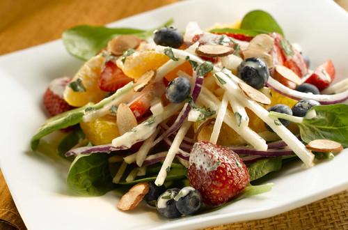 Salade Crémeuse d'Agrumes, de Baies et Jicama