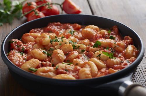 Gnocchi mit Tomaten, Ricotta und Bolognese