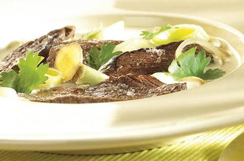 Rundsvlees in bouillon met kokos en citroengras