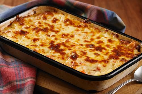 Arroz de forno com tomate peito de peru e queijo