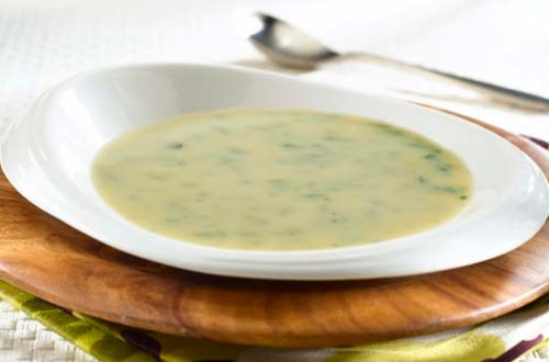 Soupe au poulet et légumes de printemps