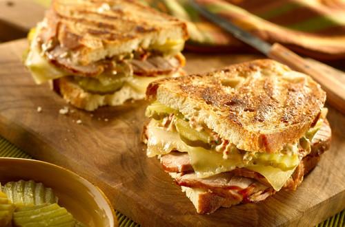 Sándwiches Cubanos A La Mexicana