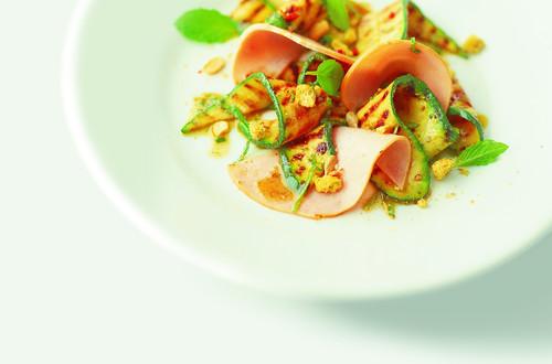 Salade de courgettes grillées à la menthe et au jambon de dinde