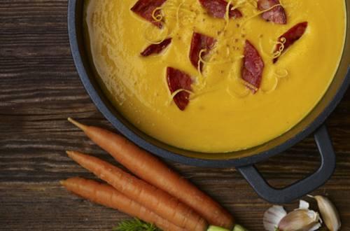 Soupe à la carotte et au chorizo