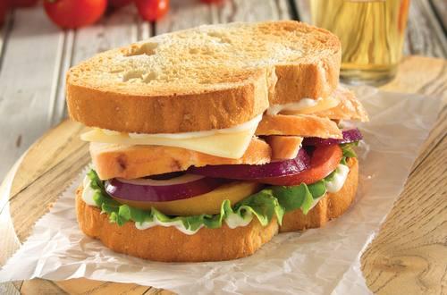 Sándwich de pollo en pan de Toscana