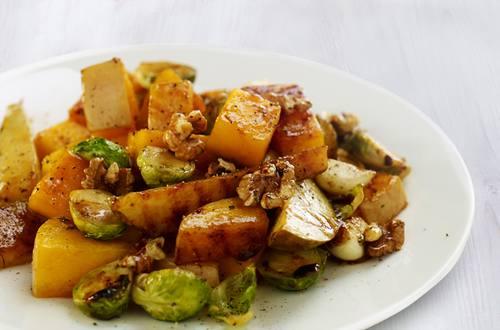 Картошка с грецкими орехами и брюссельской капустой