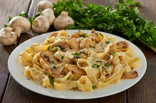 Pasta mit CHampignon-Rahm-Sauce