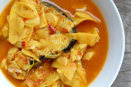 Canh cá lóc nấu măng chua
