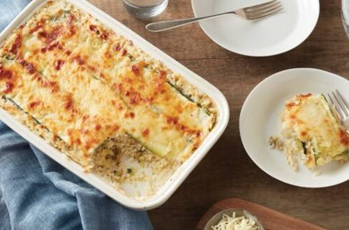 Cazuela de arroz con brócoli y queso cheddar blanco