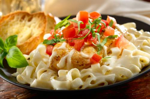 Knorr - Tagliatelle Carbonara mit Huhn und Tomaten