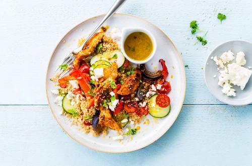 Couscous Salat mit mariniertem Hähnchen und Gemüse