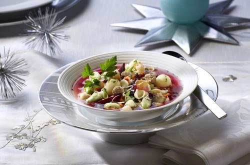 Knorr - Hochzeitssuppe mit Roter Bete und Meerrettich-Croutons
