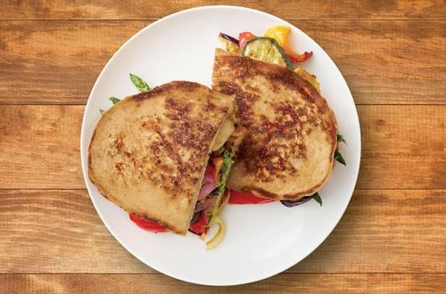 Sándwich crujiente de queso y vegetales