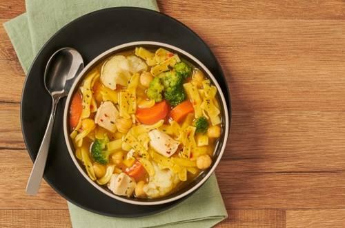 Sopa de Fideos con Pollo y Vegetales