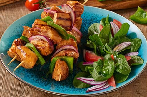 Brochettes de pollo con pimientos