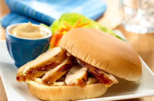 Sándwich asiático de pollo marinado