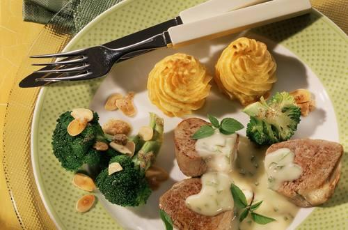 Knorr - Schweine-Medaillons mit Basilikum-Zitronensauce