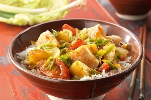 Fisch in Curry-Zitronengras Sauce mit frischer Ananas
