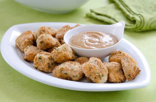 Nuggets de pollo con salsa BBQ
