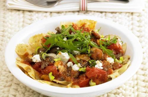 Knorr - Pasta Bolognese mit Rucola und Schafskäse