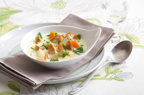 Knorr - Bunte Spargelsuppe mit Karotten, Zuckerschoten und Hühnerfilet